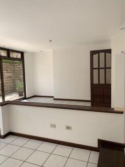 Casa amplia en zona 10 - thumb - 122392