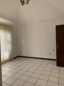Casa amplia en zona 10 - thumb - 122419