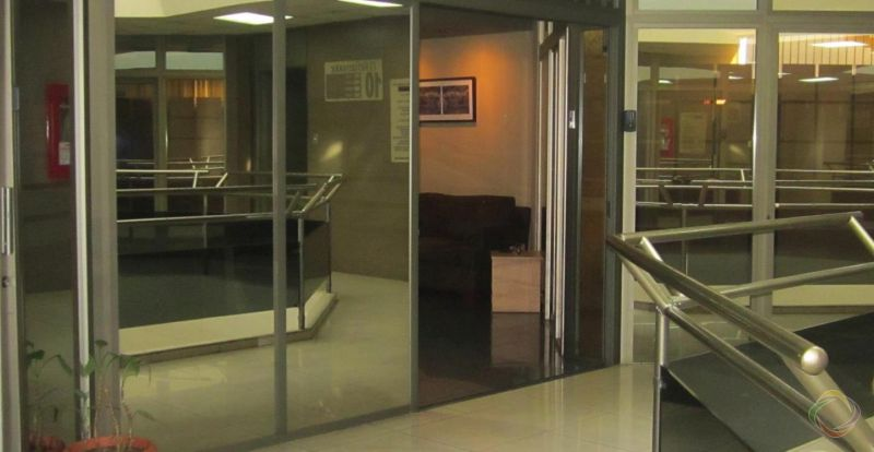Oficina amplia en Avenida Reforma zona 9  - large - 124752
