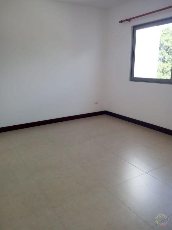 Casa en renta en zona 16 - large - 125256
