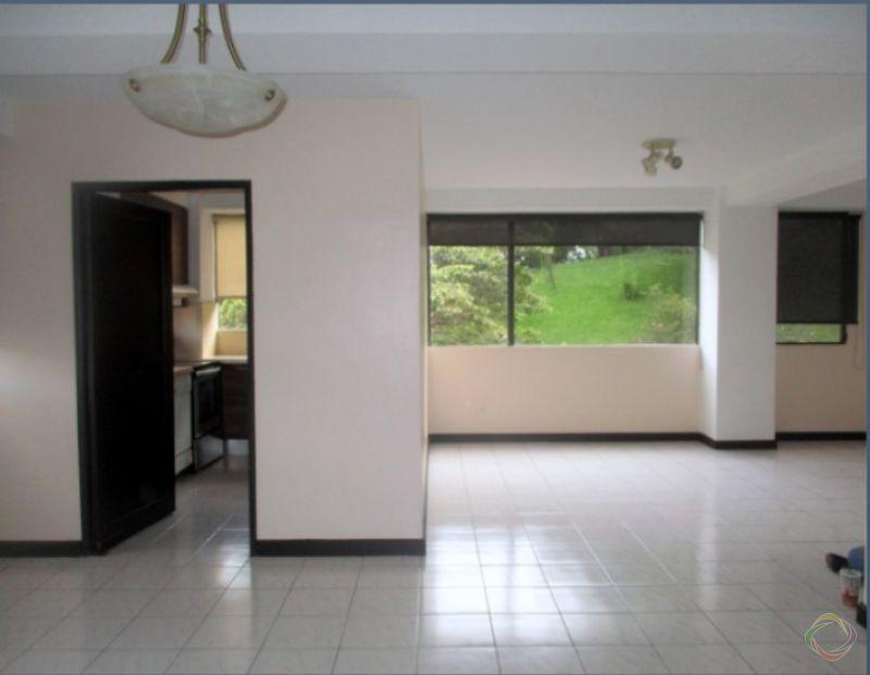Apartamento amplio en zona 10  - large - 125799