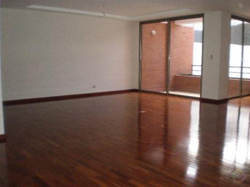 Bella Casa en Renta - Zona 14 - large - 126365