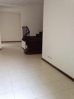 Casa en renta Zona 10 - thumb - 129045