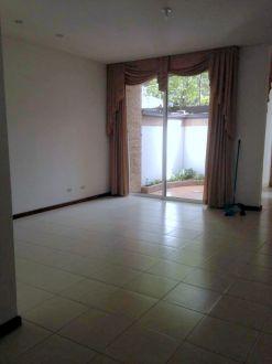 Casa en renta Zona 10 - thumb - 129058
