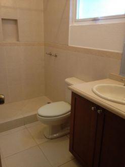 Casa en renta Zona 10 - thumb - 129061