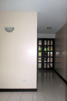 Apartamento amplio en zona 10 - thumb - 130615