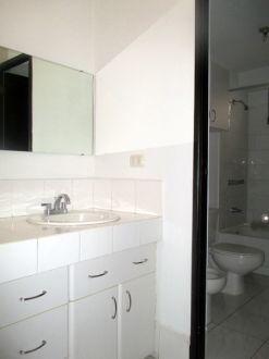 Apartamento amplio en zona 10 - thumb - 130617