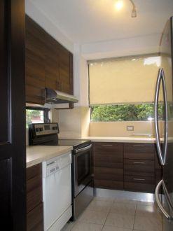 Apartamento amplio en zona 10 - thumb - 130619