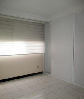 Apartamento amplio en zona 10 - thumb - 130623