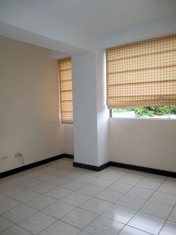Apartamento amplio en zona 10 - thumb - 130625