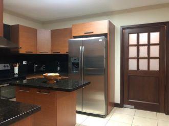 Apartamento amueblado en zona 10 - thumb - 130819