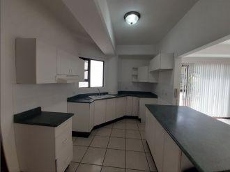 Apartamento amplio en Zona 15 vh1 - thumb - 135229