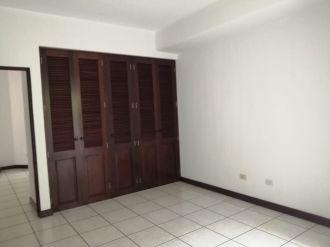 Apartamento en zona 15 - thumb - 135929