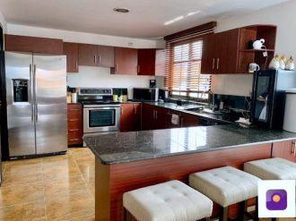 Apartamento amplio en Zona 10 - thumb - 136547