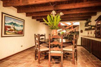 Hermosa casa colonial a solo 150 metros del Parque Central de Antigua Guatemala. - thumb - 139129