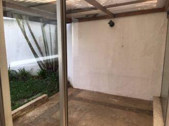 Casa con jardín en zona 10 - thumb - 143381
