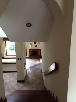 Casa Amplia dentro de condominio en zona 14 - thumb - 152943