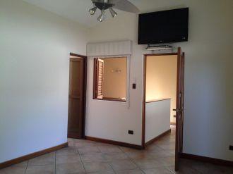 Casa Amplia dentro de condominio en zona 14 - thumb - 152949