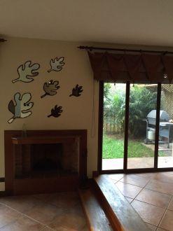 Casa Amplia dentro de condominio en zona 14 - thumb - 152950