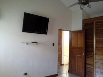 Casa Amplia dentro de condominio en zona 14 - thumb - 152953