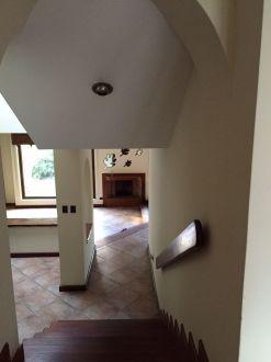Casa Amplia dentro de condominio en zona 14 - thumb - 152955