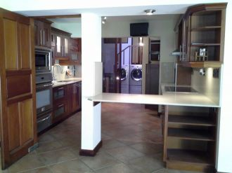 Casa Amplia dentro de condominio en zona 14 - thumb - 152956