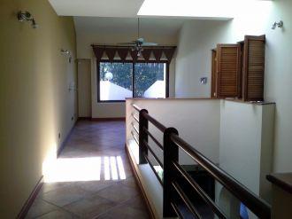 Casa Amplia dentro de condominio en zona 14 - thumb - 152959